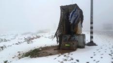 Wachturm der Soldaten, verlassen im Schnee