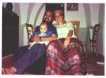 Baby Shalhevet und ihre Eltern vor dem Attentat 2001. Quelle: calevbenyefune.blogspot.co.il