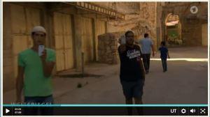 """Deutsche Journalisten filmen, aber möchten nicht gefilmt werden, vor allem nicht von """"Siedlern"""". Aus dem Video"""