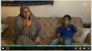 Jussuf und seine Mutter Sahar. Viele Fragen bleiben unbeantwortet. Aus dem Video.