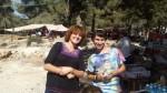 Yehoshu'a und ich am Verkaufsstand
