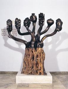"""Die """"Menora der Sieben Arten"""", Kunstwerk von Eliezer Weisshof, ausgestellt in der Knesset (Quelle: Knesset)"""