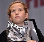 """Ahed erhält die """"Courage""""-Auszeichnung in der Türkei (Quelle: DipnotTV)"""