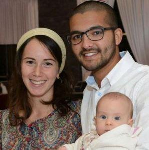 Yanai Tuvia Weissmann, Frau Ya'el und Baby Netta (NRG, Familienarchiv)