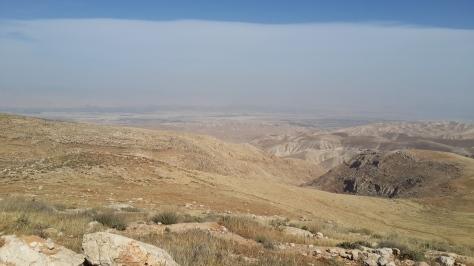 Binyamin-Berge - weiter unten die judäische Wüste