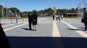 Knesset-Vorplatz waehrend der Sirene. 05.05.16