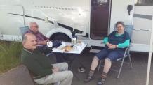 Ein Paar aus einer Ortschaft nahe Magdeburg kamen über Berlin mit einem Wohnwagen daher.