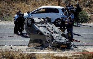 Das Auto der Familie Mark nach dem Attentat. Quelle: Hidabroot