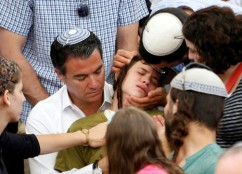 Mossad-Direktor Yossi Cohen, ein Cousin des Ermordeten, mit Neffe Pediya. Quelle: NRG