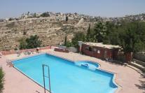 Einen Swimmingpool wie diesen findet man in Siedlungen zu 99% nicht. Wo befindet sich dieser? Überraschung: In Salfit! (Quelle: Wikicommons)