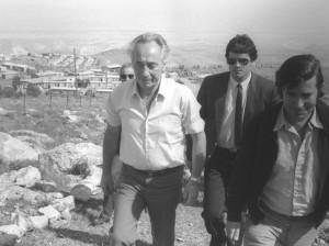 Shimon Peres beim Besuch von Sebastia, 1975. Foto:  NRG