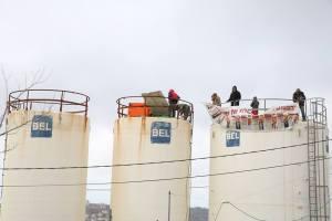 Jugendliche verschanzen sich auf Wassertürmen. Amona. Foto; Miriam Zachi