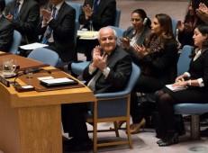 Riyad Mansour, Ständiger Palästinensischer Beobachter in der UN, klatscht nach der Abstimmung der Resolution 2334. Quelle: Vos iz Neias