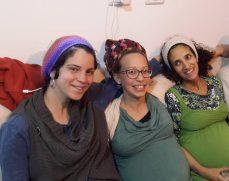 Von links: Liat - die mit dem Cider-, Maya und Yaffa - die mit dem Studio.